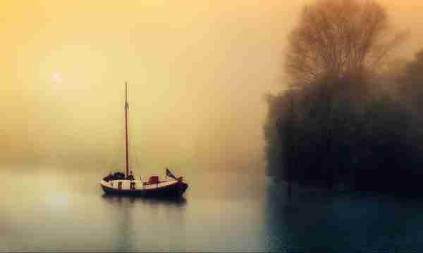 Boat image by Holger Feulner from Pixabay